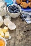De ingrediënten van het baksel voor muffins Stock Foto