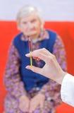 De injectie van de oude vrouw Royalty-vrije Stock Fotografie