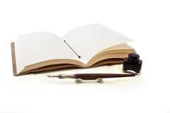 De inkt en de pen van het boek Royalty-vrije Stock Fotografie
