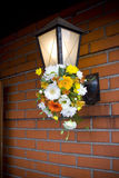 De inrichting van Lihgt met bloemen stock afbeelding