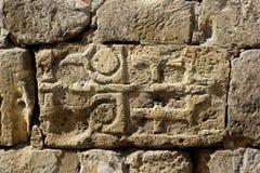 De inschrijving en de symbolen van de steen Stock Afbeelding