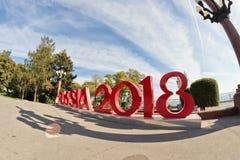 de inschrijving Rusland 2018 zette op de Centrale promenade van de stad op die de wereldbeker zal ontvangen Stock Afbeelding