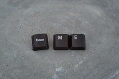 De inschrijving van het sleutelstoetsenbord schrapt me Concrete achtergrond royalty-vrije stock foto's