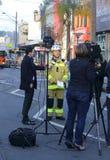 De inspecteur Paul Jonstone werkt media op tragische explosie bij Stock Afbeelding
