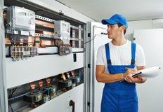 De inspecteur van de elektricienarbeider Stock Afbeelding