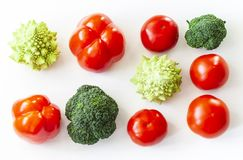 De installatie baseerde de ruwe achtergrond van voedsel seizoengebonden groenten, de kokende ingrediënten van het veganistvoedsel stock afbeelding