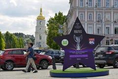 De installatie met het embleem van def. van de UEFA-Vrouwen ` s verdedigt Liga Royalty-vrije Stock Foto