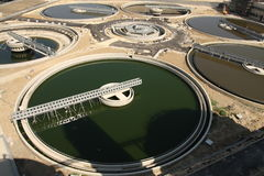 De Installatie van de Behandeling van het afvalwater Royalty-vrije Stock Fotografie