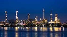 De installatie van de olieraffinaderij Stock Foto's