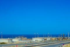 De installatie van de olieraffinage stock afbeeldingen