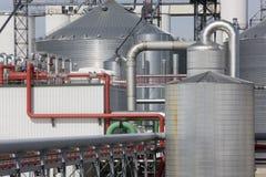 De Installatie van de raffinaderij Stock Afbeeldingen