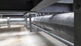 De installatie van Galvaniceleidingen met de hete onderdompeling van de pijpsteun galvaniseert Stock Afbeelding