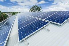 De installatie van het zonnepaneel royalty-vrije stock foto