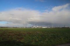 De installatie van de machtsdistributie voor hoogspanningsvervoer van elektriciteit in Bleiswijk, Nederland stock fotografie
