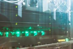 De installatie van mijnbouwasic aan mijn voor digitale cryptocurrency stock afbeeldingen