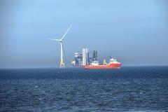 De installatie van windturbines Aberdeen, Schotland, het UK stock afbeeldingen