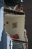 De instorting van de kraan vlakt een 4 verhaalgebouw af Royalty-vrije Stock Foto's