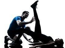 De instructeur van de aerobics met het rijpe vrouw uitoefenen Royalty-vrije Stock Afbeeldingen