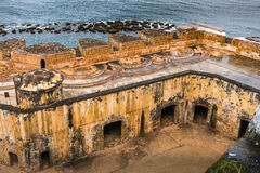 De interal binnenplaats van Castillo San Felipe del Morro van hierboven Stock Foto