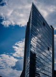 De interessante glasbouw in modern ontwerp royalty-vrije stock fotografie