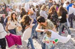 De internationale dag van de hoofdkussenstrijd stock foto's