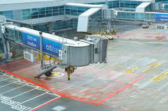 De internationale luchthaven van Praag. De lege binnenplaats voor vliegtuigen Stock Afbeeldingen