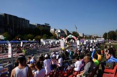 De Internationale Marathon van Boedapest - toeschouwers bij Th Stock Fotografie
