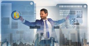 De investeringsstrategie van de Bitcoinmunt Word begonnen met bitcoin Bereken bitcoin mijnbouwrentabiliteit Zakenman stock afbeelding
