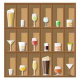 De inzameling van alcoholdranken in glazen royalty-vrije illustratie