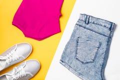 De inzameling van de vrouwenmanier Kleurrijke de zomer vrouwelijke kleren, sportstijl Royalty-vrije Stock Foto