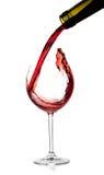 De inzameling van de wijn - de Rode wijn wordt gegoten in een glas royalty-vrije stock foto