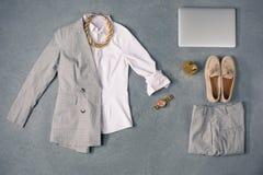 De inzameling van elegante kleren royalty-vrije stock afbeeldingen