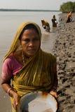 De inzameling van het garnalenzaad in Sunderban Stock Afbeeldingen