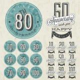 De inzameling van het verjaardagsteken en kaartenontwerp in retro stijl. Stock Fotografie