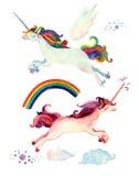 De inzameling van het waterverfsprookje met vliegende eenhoorn, regenboog, magische wolken en feevleugels Royalty-vrije Stock Foto's