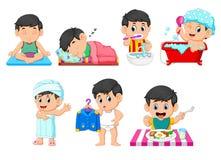 De inzameling van de jongen die de dagelijkse activiteiten doen royalty-vrije illustratie