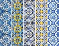 De inzameling van patronen betegelt lijnen in blauw en geel Stock Afbeelding
