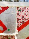 De isolatie van de muur en het verzegelen om het verwarmen energie te besparen Royalty-vrije Stock Afbeelding