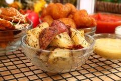 De Italiaanse Aardappelen in de schil van de Oven stock foto