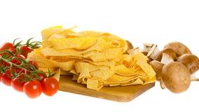 De Italiaanse die ingrediënten van de deegwarenschotel op wit worden geïsoleerd (verse tagliate Stock Foto's
