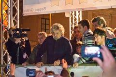 De Italiaanse impresario en de politicus Beppe Grillo tijdens van hem verkiezen Stock Afbeelding