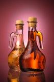 De Italiaanse Oliën van de Slasaus met de Peper van de Spaanse peper Royalty-vrije Stock Afbeeldingen