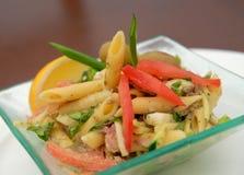 De Italiaanse salade van macaroni stock afbeelding