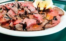 De Italiaanse stijl van het braadstukrundvlees stock fotografie