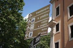 De Italiaanse straat voorziet van wegwijzers stock foto's