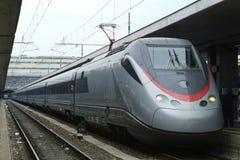 De Italiaanse trein van Eurostar bij Eindpunten, Rome stock afbeeldingen