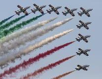 de Italiaanse tricolorpijlen in acrobatische groep tijdens lucht tonen Stock Afbeelding