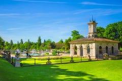 De italienska trädgårdarna på Kensington trädgårdar i London, UK royaltyfria foton
