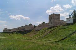 De Izborsk-vesting, het gebied van Pskov, Rusland Royalty-vrije Stock Afbeeldingen