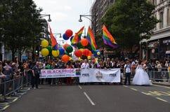 De jaarlijkse Trots maart door Londen dat Homosexueel, Lesbia viert Stock Afbeeldingen
